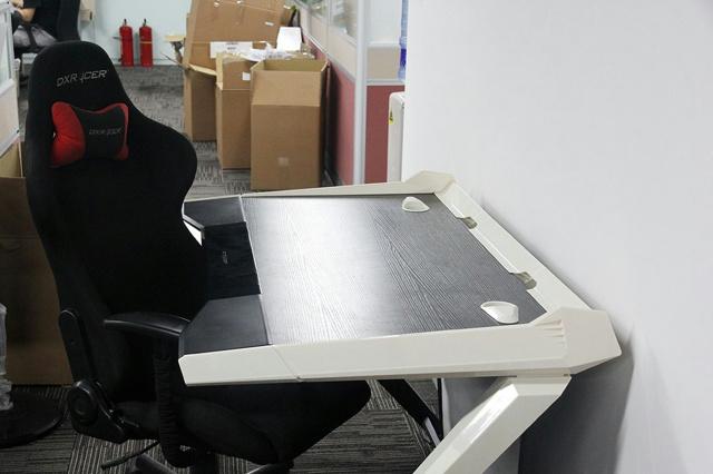 Dxracer_Desk_01.jpg