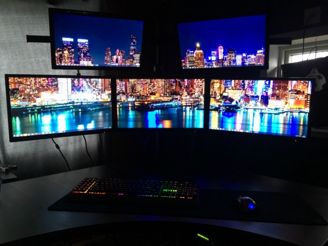 PCdesk_MultiDisplay46_99.jpg