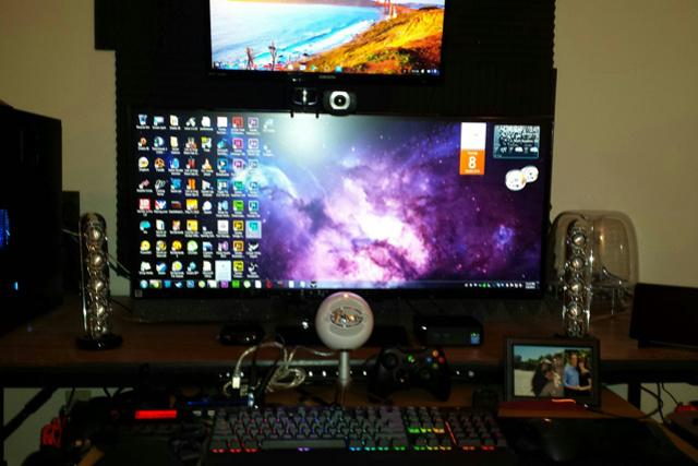 PCdesk_UltlaWideMonitor3_27.jpg