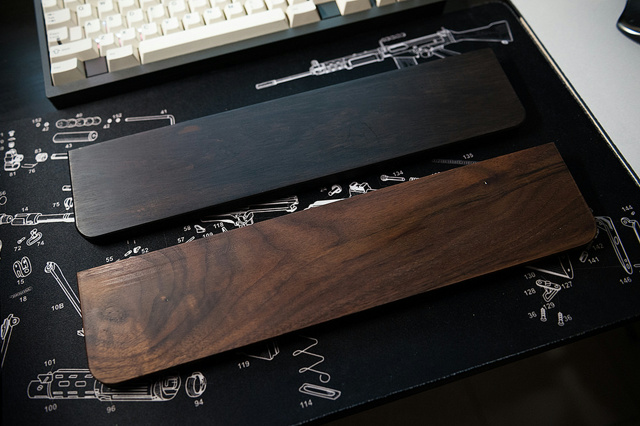 Royal_Glam_Hardwood_Wrist_Rests_01.jpg