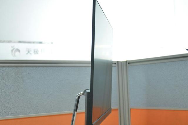 ThinkVision_X24_02.jpg