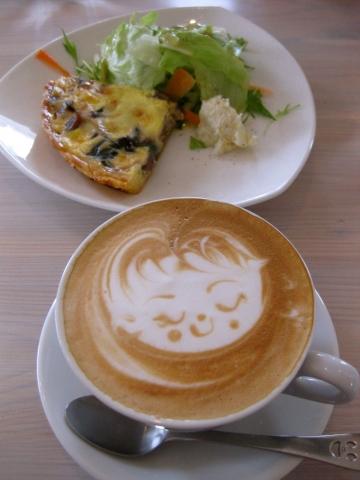 キッシュとカフェラテ0208