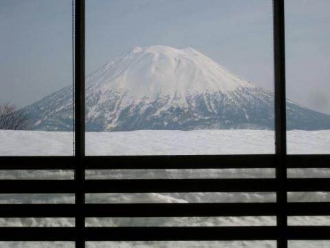 窓から羊蹄山0319