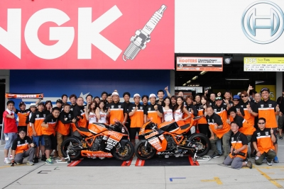 Team HOOTERS with斉藤祥太 (1)
