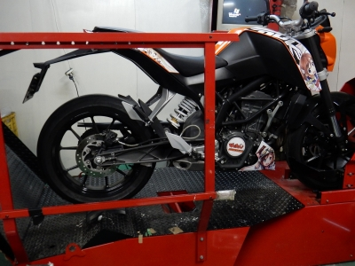 KTM 200DUKE マフラー開発 (1)