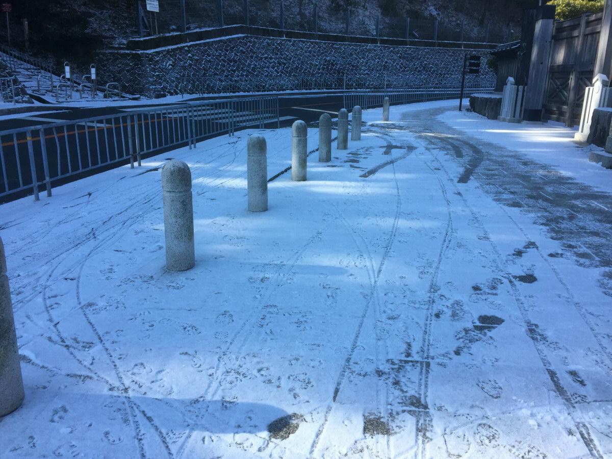 0214雪の勝尾寺