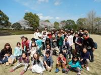 桜舞う公園にて集合写真