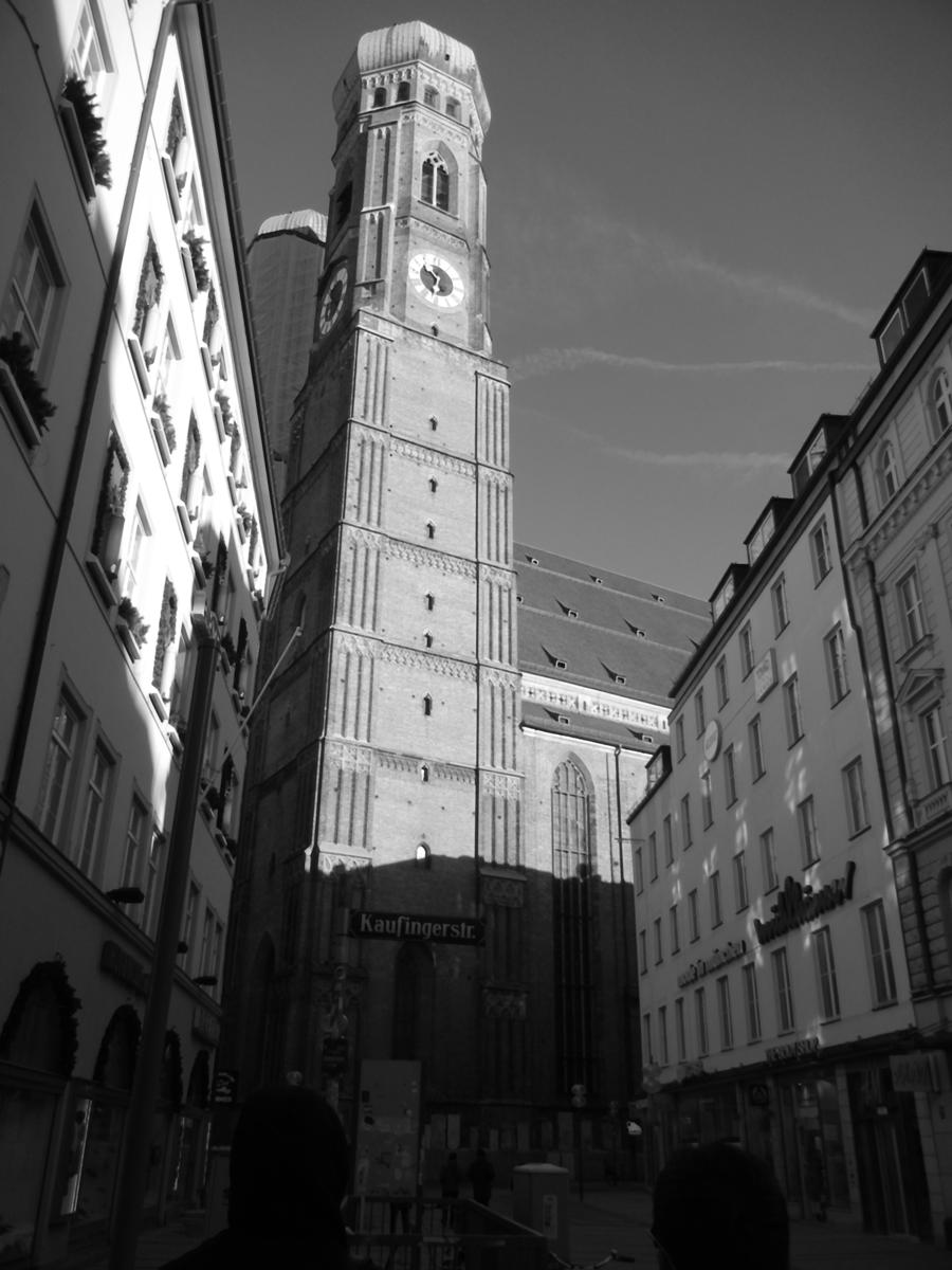Munich_church_medianBlur.png