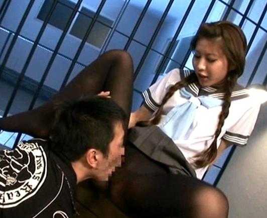 セーラー服の紗奈が黒タイツで足コキしたあと着衣のまま生挿入の脚フェチDVD画像2
