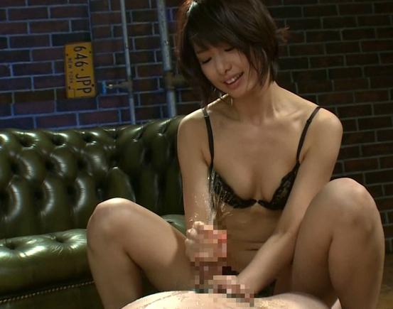 清純そうなショートカットの美少女が足裏と言葉でM男責めの脚フェチDVD画像6