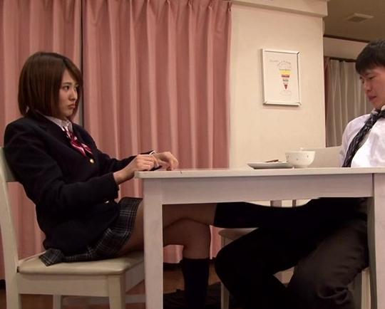 嫁の妹が机の下から紺のハイソックスで痴女足コキしてくるの脚フェチDVD画像4