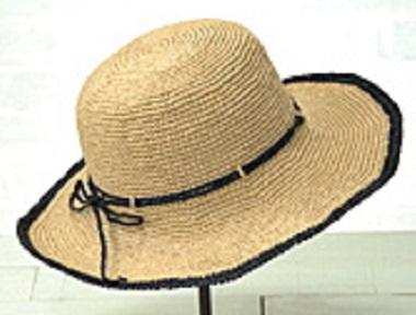 455エコアンダリヤアクセントラインのつば広帽子アップ