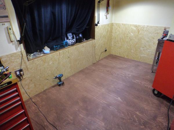 彫つぐ 仕事場の壁 2
