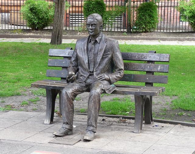 Alan-Turing-Statue-Sackville.jpg