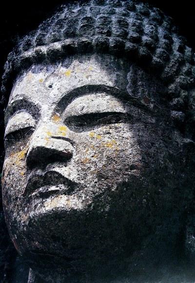 木仏師の制作を思われる彫口の臼杵石仏