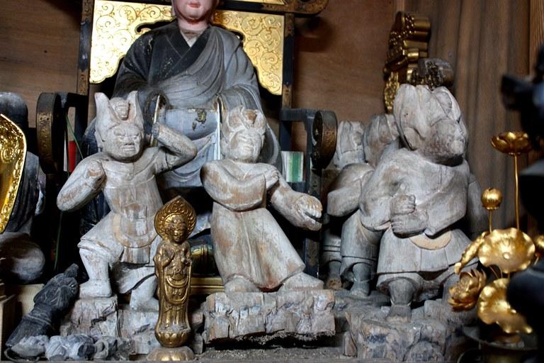 龍岩寺本堂に祀られる十二神将像