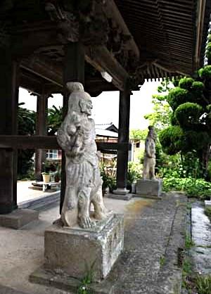 万福寺山門の石造仁王像