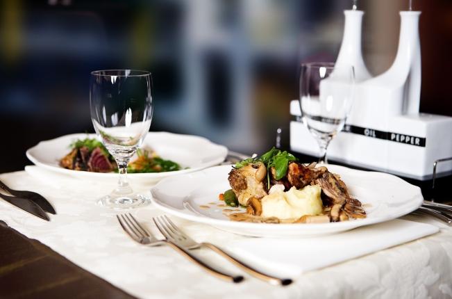 restaurant-646678_1280.jpg