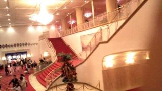 150627_3259「王家に捧ぐ歌」観劇・劇場内大階段_854x480