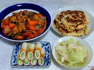 150630_3267チキンナゲットの酢鶏・お好み焼きx3枚・胡瓜竹輪・鶏むね肉とキャベツのチキンコンソメ風味スープ鍋イッパイVGA