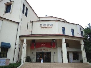150704_3283「宝塚大劇場」正面入り口VGA