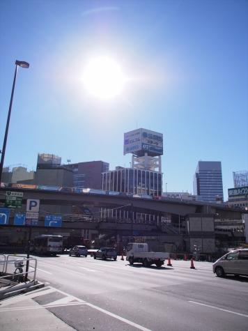 渋谷駅前にて