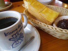 [写真]コメダ珈琲店のコーヒーとモーニングサービスのトースト&小倉あん
