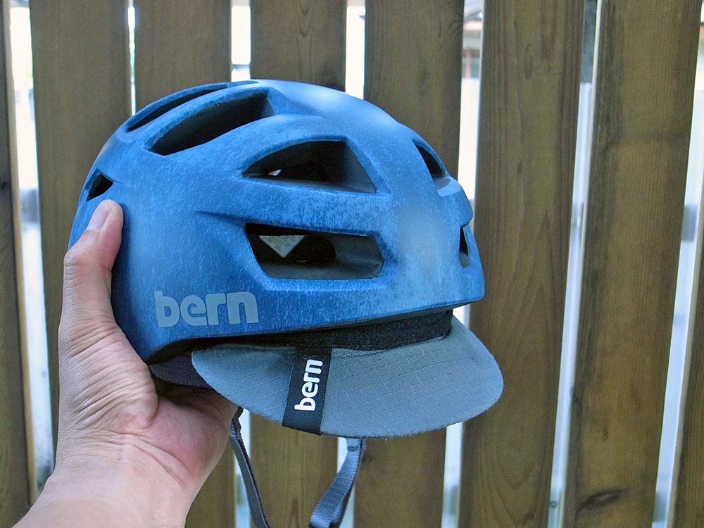 ロードバイクにBERNのヘルメット(Allston)