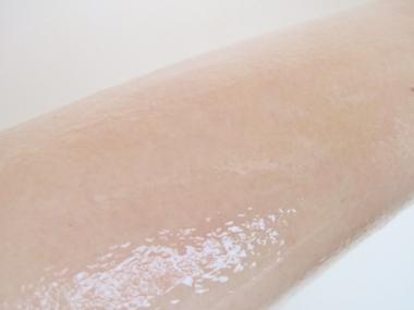 二の腕、足の引き締め、ツルツル美肌に!形状記憶型ボディジェル美容液【バンビジェリー】