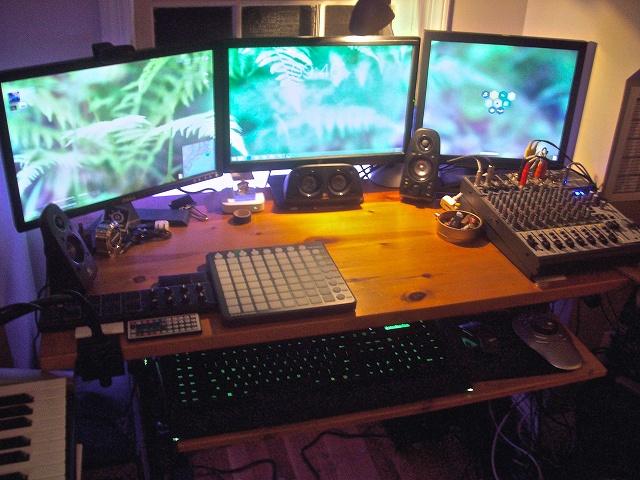 PCdesk_MultiDisplay40_96.jpg