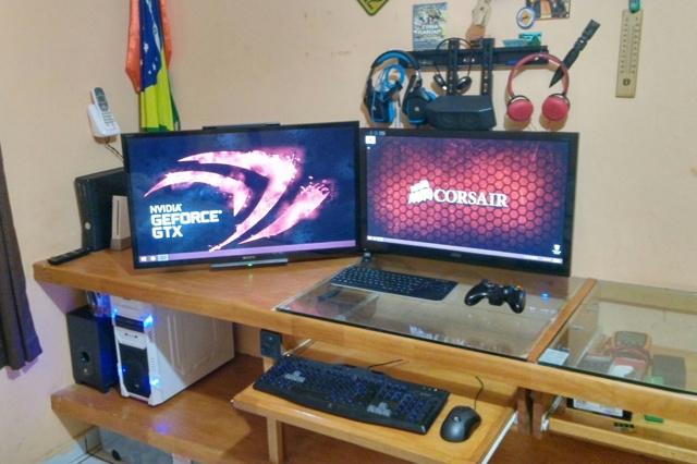 PCdesk_MultiDisplay43_08.jpg