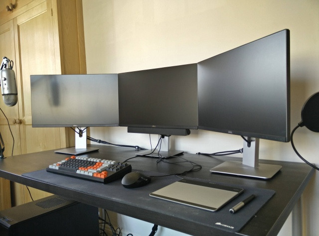 PCdesk_MultiDisplay46_04.jpg