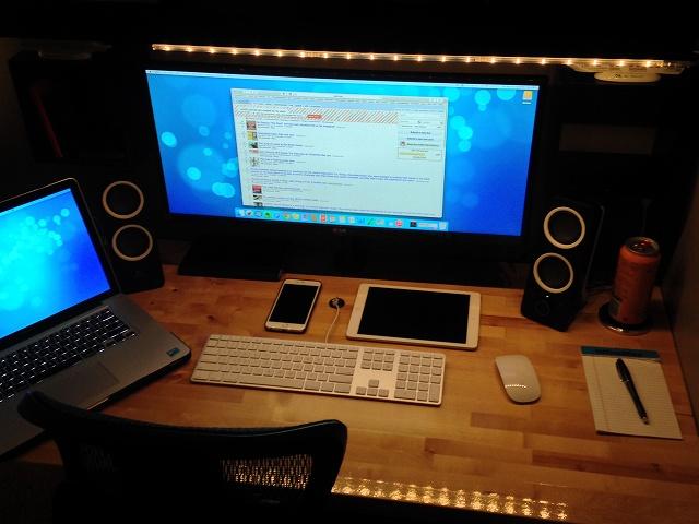 PCdesk_UltlaWideMonitor3_02.jpg