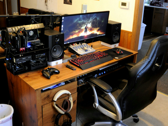 PCdesk_UltlaWideMonitor3_21.jpg