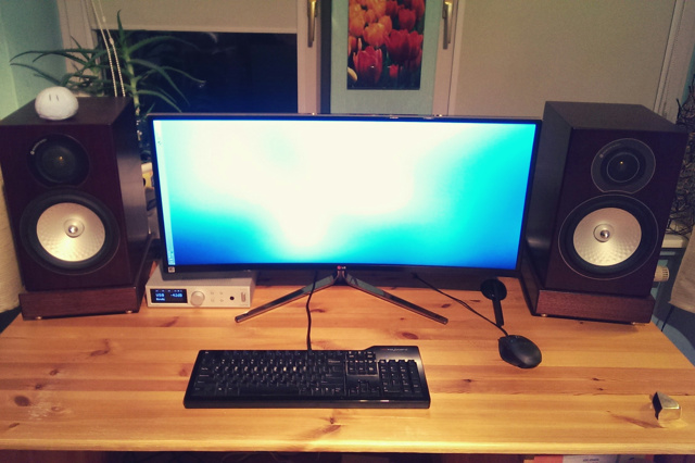 PCdesk_UltlaWideMonitor3_41.jpg
