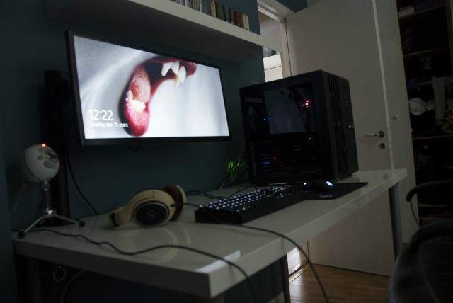 PCdesk_UltlaWideMonitor4_95.jpg