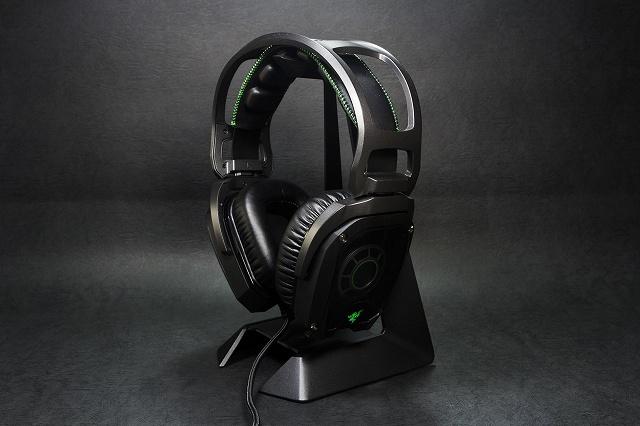 Razer_Headphone_Stand_01.jpg